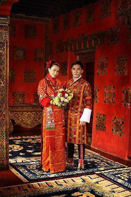 伟仔与嘉玲的皇室结婚照