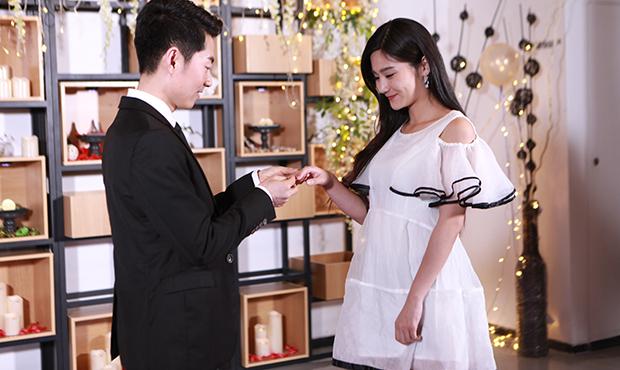 元旦订婚送什么礼物好  订婚礼物选哪些 如何送礼 第1张